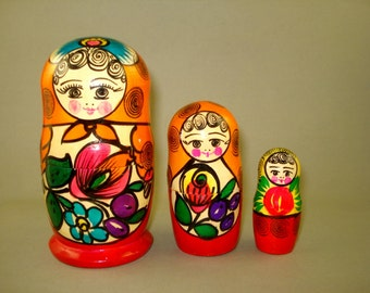 Vintage old set of 3 Big Russian Soviet Nesting Dolls Maidan USSR