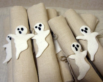 Ghost Napkin Rings, Wool Felt Halloween Decoration, Set of 6 Napkin Rings, Halloween Party Decor * Ready to ship