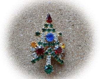 H19: Vintage Christmas Tree