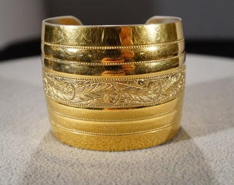 Vintage Art Deco Style Yellow Gold Tone Scrolled Etched Ribbed Large Cuff Bracelet Jewelry      K