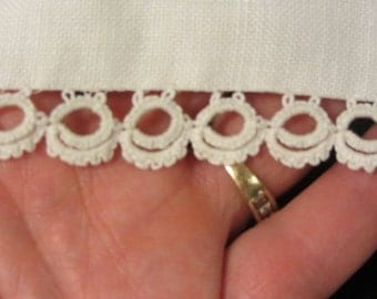 Tatting Vintage Hand Tatting  //  Over 3 Yards  //  White Tatting  //  Hand Tatted Lace  //  Vintage Lace  // Sewing supplies