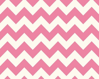 Half Yard Le Creme Chevron - Medium Chevron on Cream in Hot Pink - Cotton Quilt Fabric - C640-70 - Riley Blake Designs (W2462)