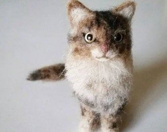 Needle Felted Cat Fluffy Tabby Kitty, Wool Felt American Tabby, Miniature Animal, Blythe Accessory, Mother's Day Gift, Stocking Stuffer