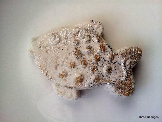 Citrus honey fish fizzy bath bomb handmade fish bath for Salt bath for fish