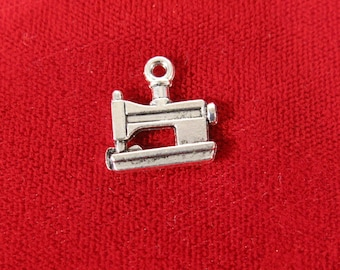 """5 pc beautiful antique style silver """"mini sewing machine"""" charms (BC14)"""