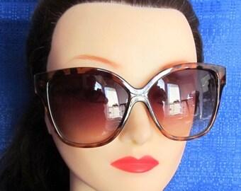 Ladies Vintage Oversized Tortoise Sunglasses