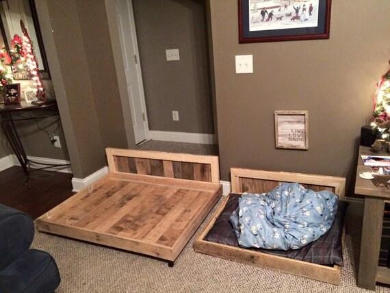 articles similaires lit pour chien bois rustique palette recycl e sur etsy. Black Bedroom Furniture Sets. Home Design Ideas