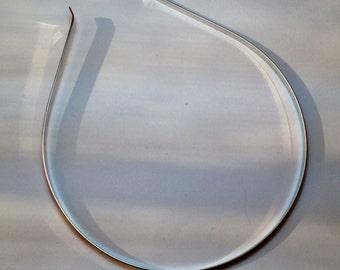 headband in hypoallergenic metal.