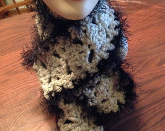 Off white bulky yarn scarf with black fun fur outline