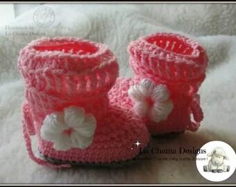 Crochet Baby Girl Booties. Handcrafted pink baby girl booties. Baby girl booties with flowers.