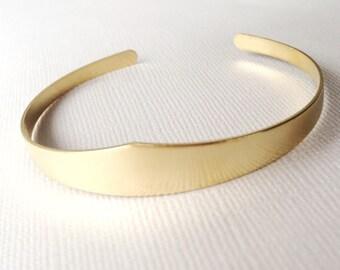 Crest Cuff Bracelet ~ Simple V Geometric Brass Cuff ~ Minimal Gold Point Stacking Bracelet