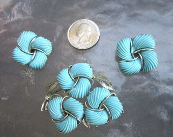 Vintage Lisner Aqua Blue thermoset brooch pin and earrings set - estate jewelry