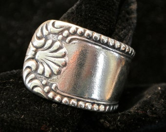 Lovely antique silver plate spoon ring with ornate design~size 7+3/4 (can be sized up or down)
