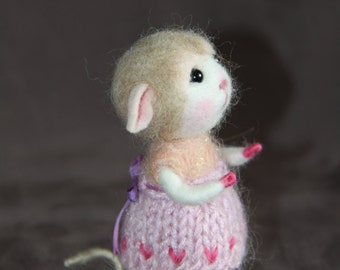 Needle Felted Mouse Daisy - Collectible soft sculpture -MADE TO ORDER