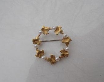 Round Gold Leaf & Pearl Circular Vintage Wreath Brooch