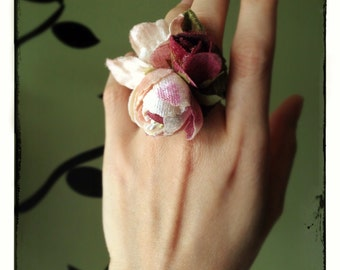 Woodland Velvet Posy Ring