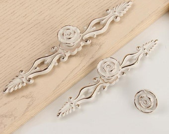 Exceptional Shabby Chic Dresser Pulls Drawer Knobs Pull Handles Creamy White Gold  Silver / French Country Kitchen