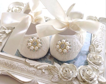 Baby baptism shoes, newborn baby shoes, christening shoes, baptism shoes, flower baby shoes, toddler shoes, girl shoes