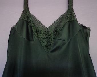 1970's slip black Vassarette  X small bust  30