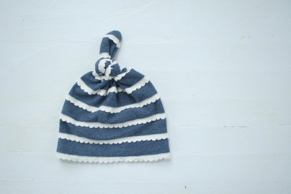 Knotted Baby Beanie // Navy Scallop