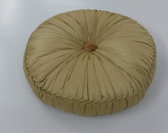 Filled round pleated Cushion with button