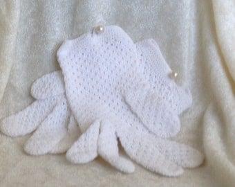 Classic 50's White Knit Gloves