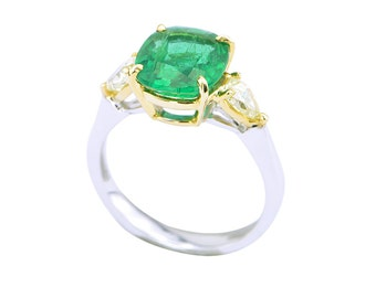 Emerald and Yellow Diamond ring in 18 Kt white and yellow gold
