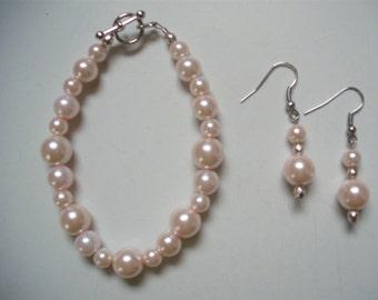 Pale Pink Pearl Bracelet & Earring Set