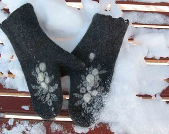 Black cozzy and warm women's gloves