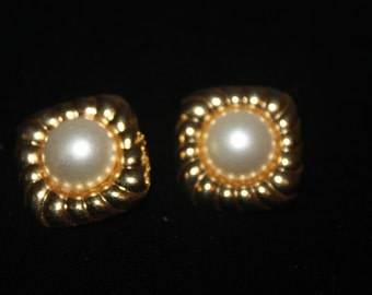 A2 Vintage Square Shaped Clip On Earrings with Faux Pearl Center