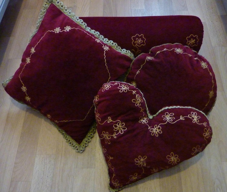 Set kissen mit f llung bordeaux samt deko kissen wohnzimmer for Kissen wohnzimmer