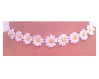 Dainty daisy bracelet/choker