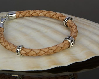 Light Brown Leather Bracelet Nina, with a finish of 925 Sterling Silver.