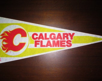 "CALGARY FLAMES Vintage 80s Large Felt Pennant Officially Licensed NHL Product Hockey Team Souvenir 30"" Flag 75 cm Trench Brand Full Size"