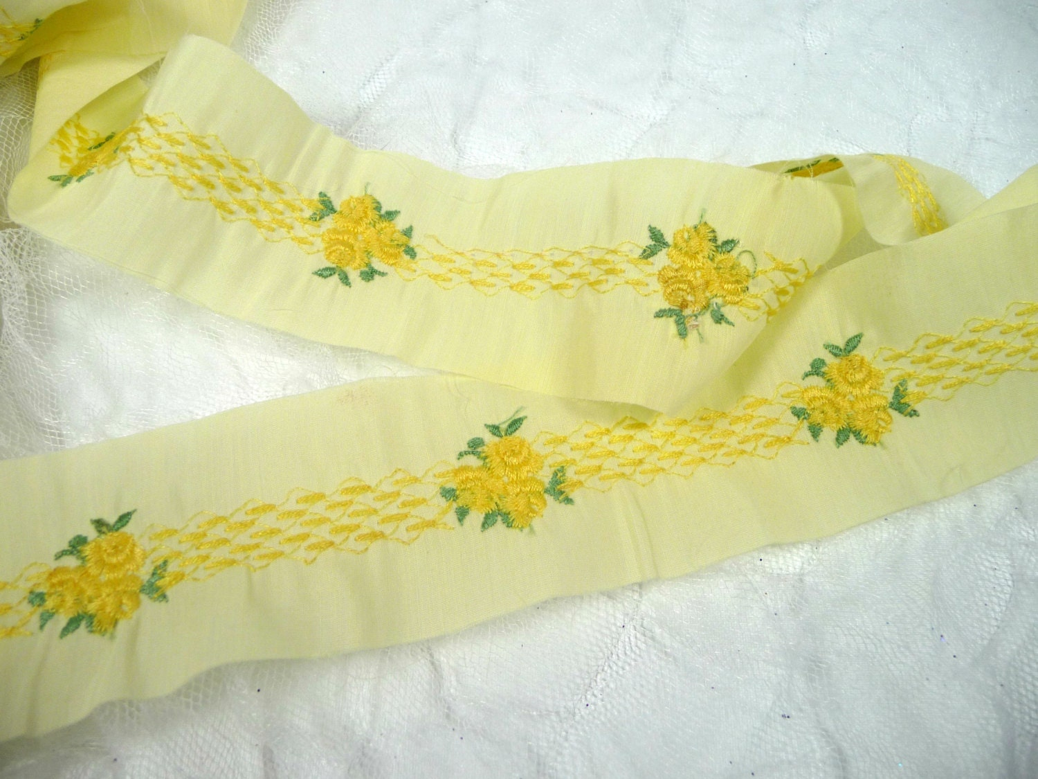 Vintage embroidered floral trim yellow flowers ribbon for