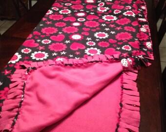 HEARTS Fleece no sew Blanket