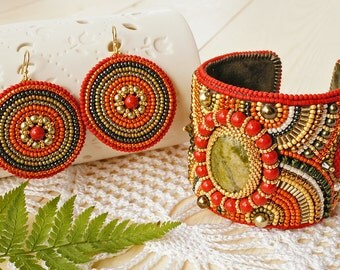 "Set ""Autumn Forest"" - Bead embroidered bracelet and earrings with Unakit and Swarovski pearl, bead embroidery"