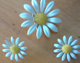 Vintage Large Daisy Pin & Matching Clip-on Earrings