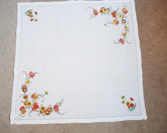 """Vintage hand embroidered linen tablecloth with daisies, 34"""" (87 cm) square."""