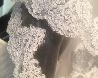Beautiful  lace veil, ivory veil, white veil. Wedding lace veil