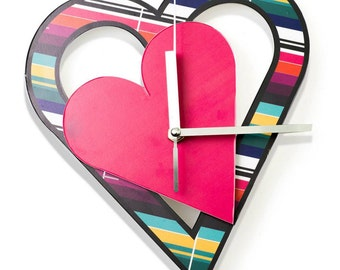 Cheerfull wall clock heart