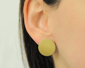 Minimalist earrings made of brass - geometric earrings, handmade - circle Stud Earrings - DAY