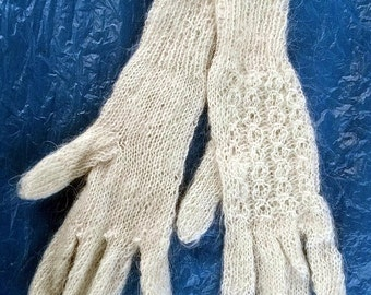 made by the hands of woolen gloves (3)