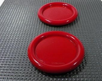 Set of 2 red plastic coasters  design bottle mats Leonardo  1980