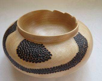 Turned maple wood and pyrograve - Bowl Turn Maple wooden bowl pyrographed