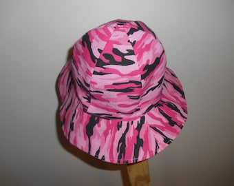 Girls pink and black camouflage sun hat!   Fully lined.