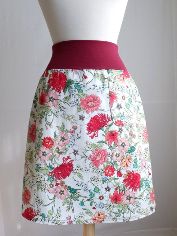 SALE size SMALL White flower Skirt Botanical Floral Print Aline Skirt Stretch Cotton Twill knee length Skirt with a Pocket Ready to Ship