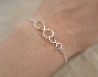 Gift for Mom bracelet, dainty silver bracelet, Unity Link bracelet, sterling silver infinity bracelet, mother and child, mothers bracelet