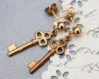 Key Earrings , Tiny Key Earrings , Steampunk  Jewelry, Skeleton Key Earrings