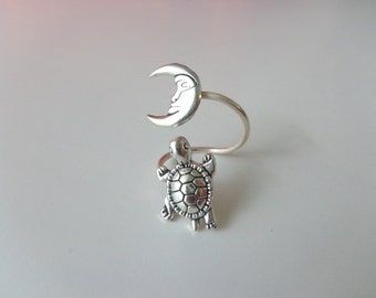 Silver turtle ring with a moon, adjustable ring, animal ring, silver ring, statement ring